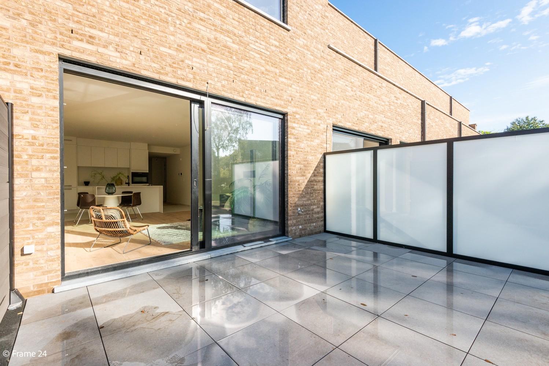 Licht en ruim gelijkvloers nieuwbouwappartement (+/-110 m²) met 3 slaapkamers, ruim zuid-gericht terras alsook parktuin. afbeelding 17