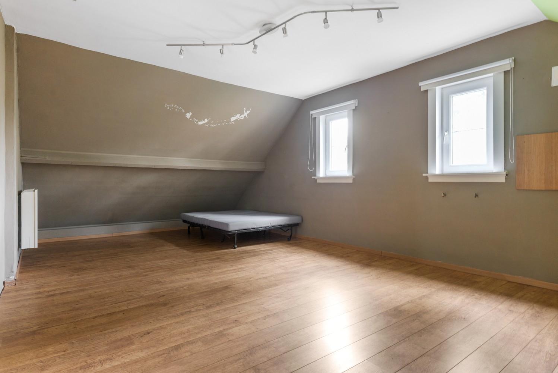 Op te frissen villa met een werkhuis van maar liefst 211,5m² afbeelding 14