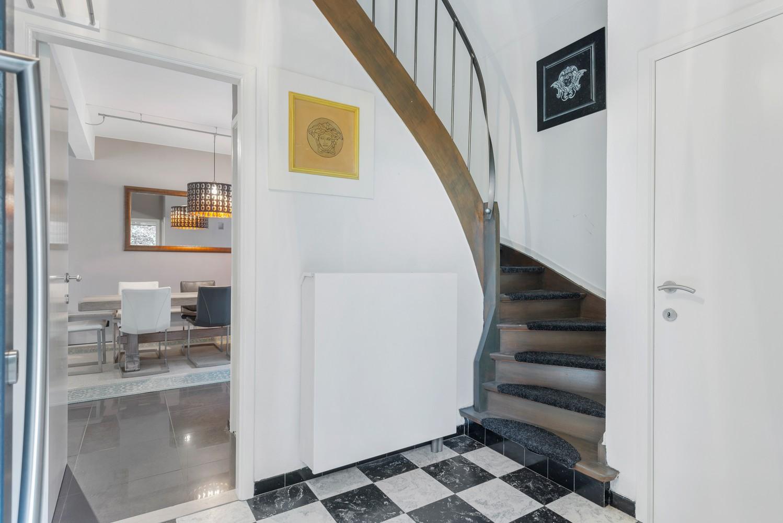 Op te frissen villa met een werkhuis van maar liefst 211,5m² afbeelding 4