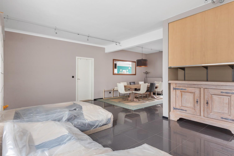 Op te frissen villa met een werkhuis van maar liefst 211,5m² afbeelding 6