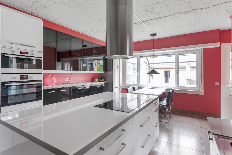 Op te frissen villa met een werkhuis van maar liefst 211,5m² afbeelding 9