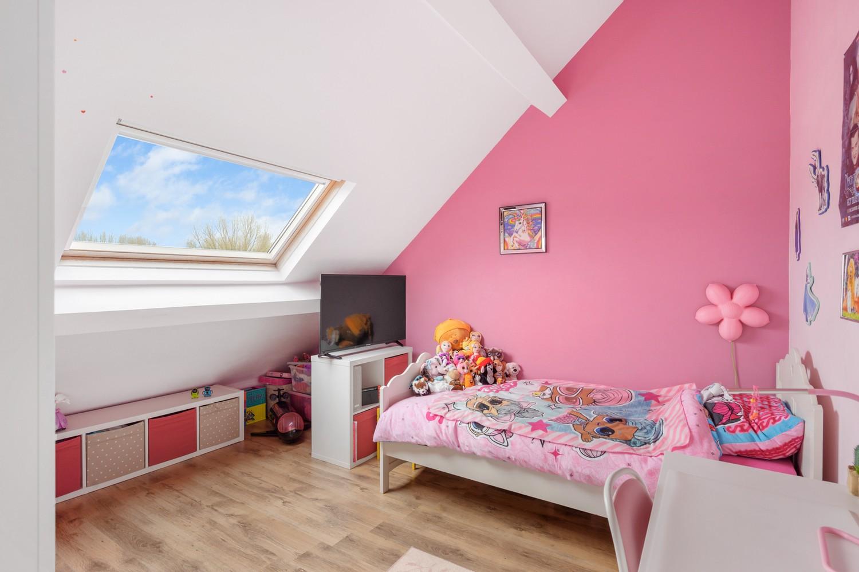 Vernieuwd duplex-appartement met drie slaapkamers op een zeer goede locatie te Wijnegem! afbeelding 12