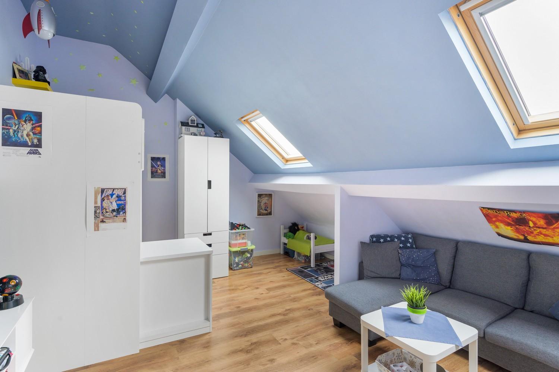 Vernieuwd duplex-appartement met drie slaapkamers op een zeer goede locatie te Wijnegem! afbeelding 13