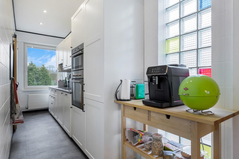 Vernieuwd duplex-appartement met drie slaapkamers op een zeer goede locatie te Wijnegem! afbeelding 8