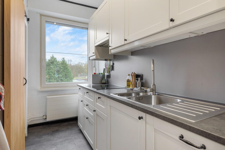 Vernieuwd duplex-appartement met drie slaapkamers op een zeer goede locatie te Wijnegem! afbeelding 7