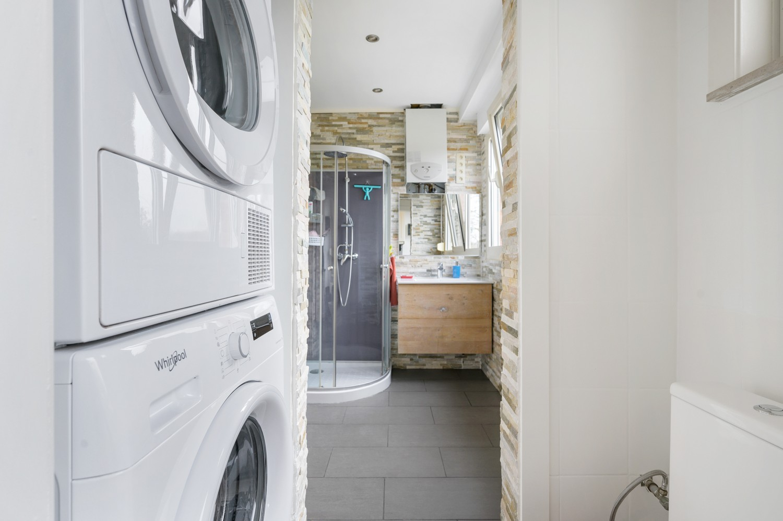 Vernieuwd duplex-appartement met drie slaapkamers op een zeer goede locatie te Wijnegem! afbeelding 11
