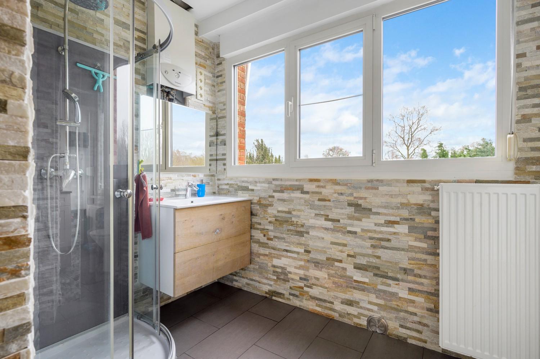 Vernieuwd duplex-appartement met drie slaapkamers op een zeer goede locatie te Wijnegem! afbeelding 10