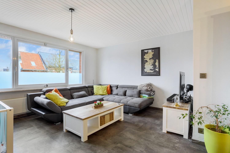 Vernieuwd duplex-appartement met drie slaapkamers op een zeer goede locatie te Wijnegem! afbeelding 1