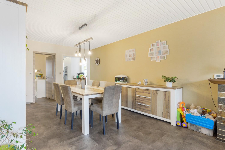 Vernieuwd duplex-appartement met drie slaapkamers op een zeer goede locatie te Wijnegem! afbeelding 4