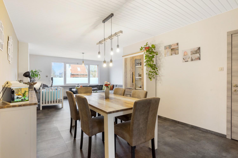 Vernieuwd duplex-appartement met drie slaapkamers op een zeer goede locatie te Wijnegem! afbeelding 5