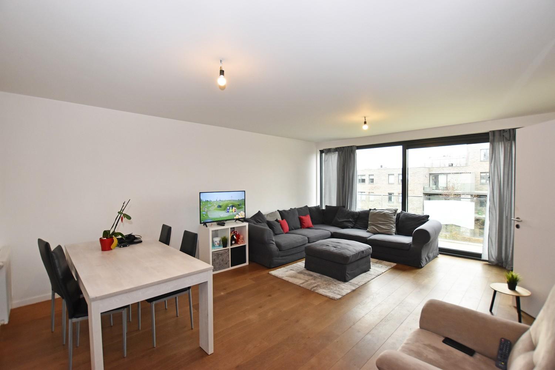 Modern en recent appartement met twee slaapkamers en terras te Wijnegem! afbeelding 1