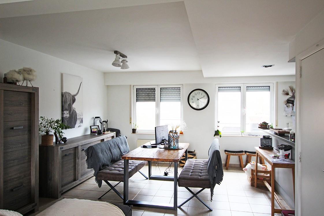 Ruim duplexappartement (111m²) met 3 slaapkamers op uitstekende locatie nabij het centrum van Ranst! afbeelding 1
