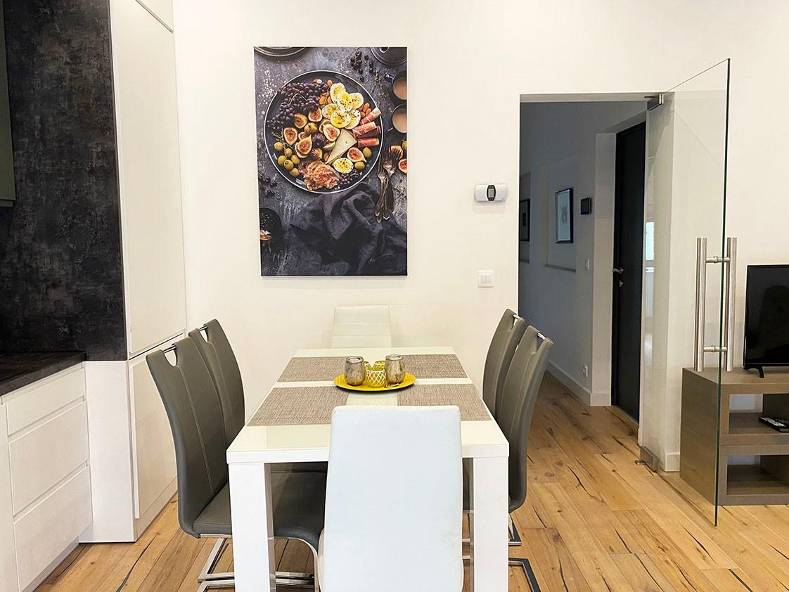 Volledig bemeubeld appartement met 2 slaapkamers & terras in het bruisende Antwerpen! afbeelding 2