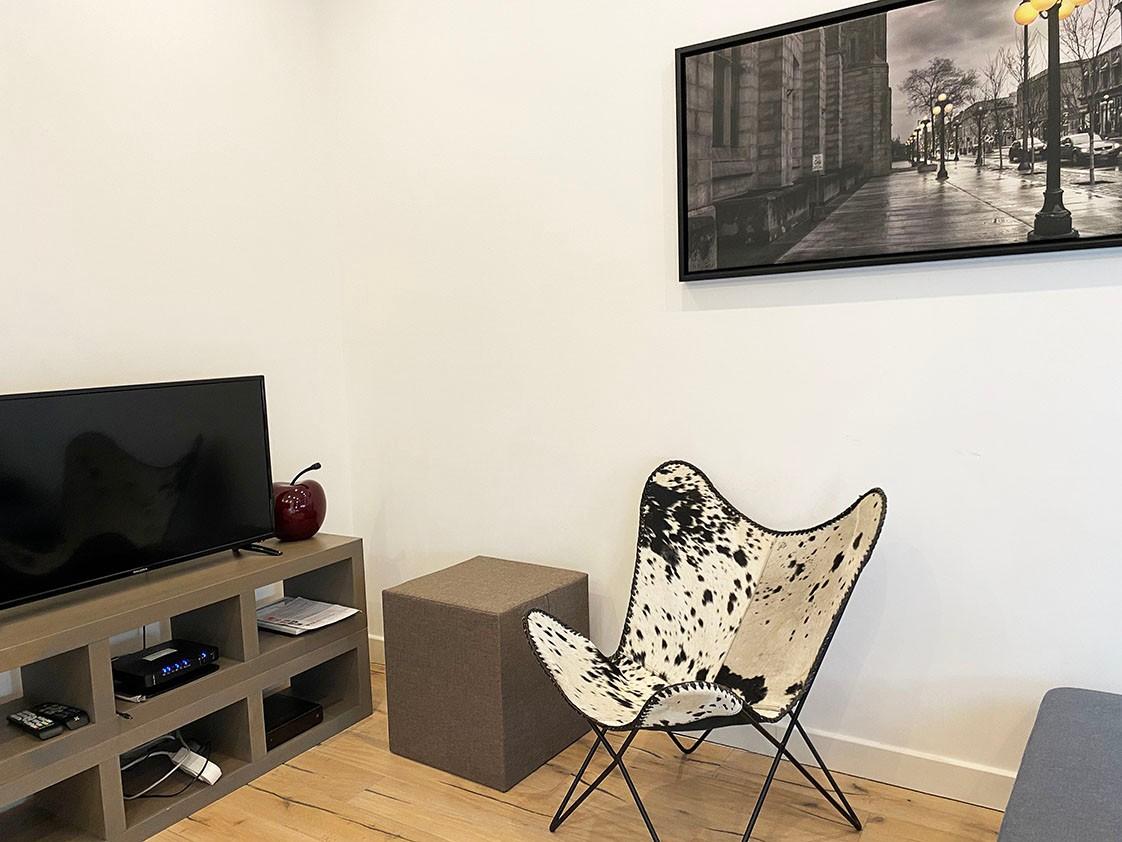 Volledig bemeubeld appartement met 2 slaapkamers & terras in het bruisende Antwerpen! afbeelding 3