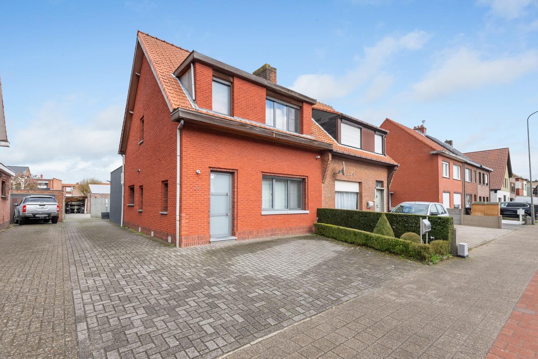 Verrassend ruime woning met groot werkhuis, jacuzzi, sauna, zonnepanelen en 3 slaapkamers in Wommelgem! afbeelding 5