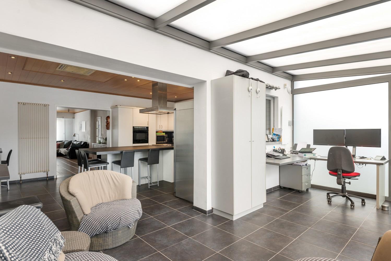 Verrassend ruime woning met groot werkhuis, jacuzzi, sauna, zonnepanelen en 3 slaapkamers in Wommelgem! afbeelding 3