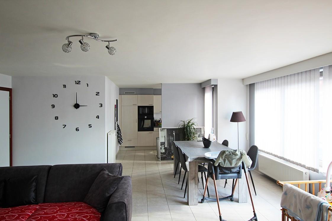Ruim, gezellig appartement met 2 slaapkamers, lift en carport in hartje Broechem! afbeelding 3