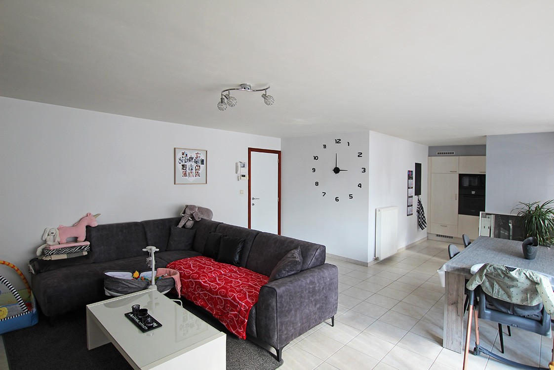 Ruim, gezellig appartement met 2 slaapkamers, lift en carport in hartje Broechem! afbeelding 1