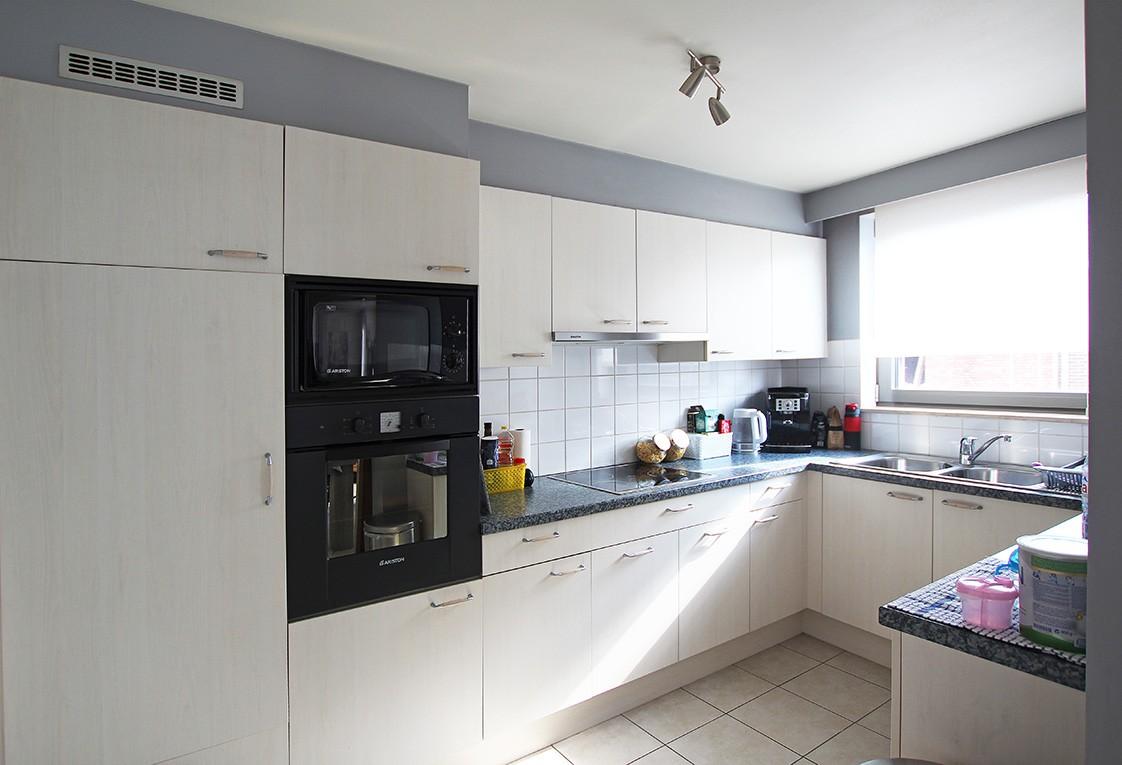 Ruim, gezellig appartement met 2 slaapkamers, lift en carport in hartje Broechem! afbeelding 4