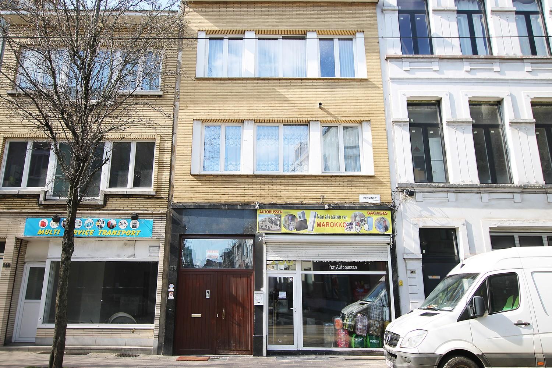 Te renoveren handelshuis met winkelpand en twee appartementen in een levendige buurt te Antwerpen! afbeelding 1