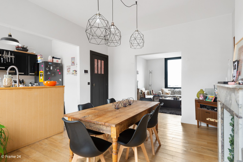 Charmante bel-étage woning met inpandige garage, tuin én opslagplaats te Wijnegem! afbeelding 3