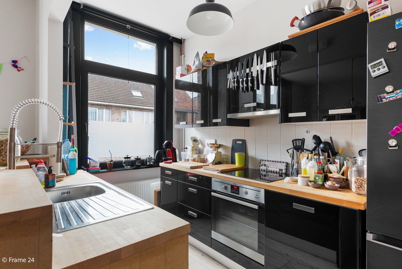 Charmante bel-étage woning met inpandige garage & tuin te Wijnegem! afbeelding 6