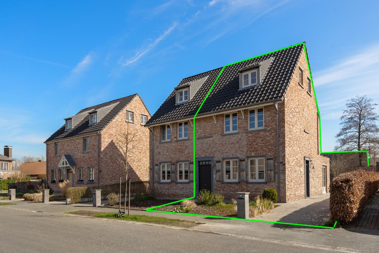 Mooie woning met 2 à 4 slaapkamers en tuin op een rustige locatie in Ranst! afbeelding 1