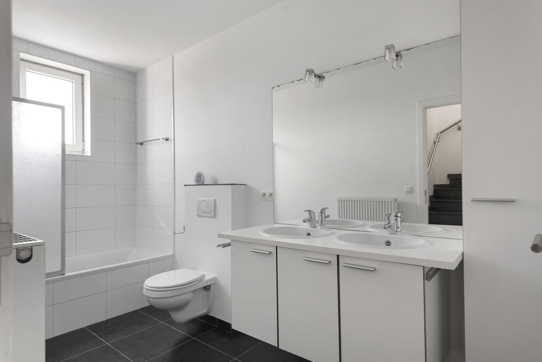 Mooie woning met 2 à 4 slaapkamers en tuin op een rustige locatie in Ranst! afbeelding 13