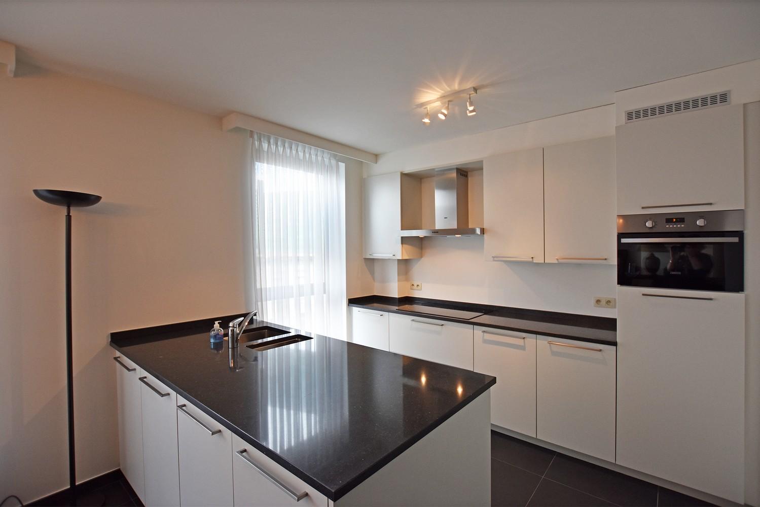 Recent appartement op de tweede verdieping met drie slaapkamers op centrale locatie te Schilde! afbeelding 2