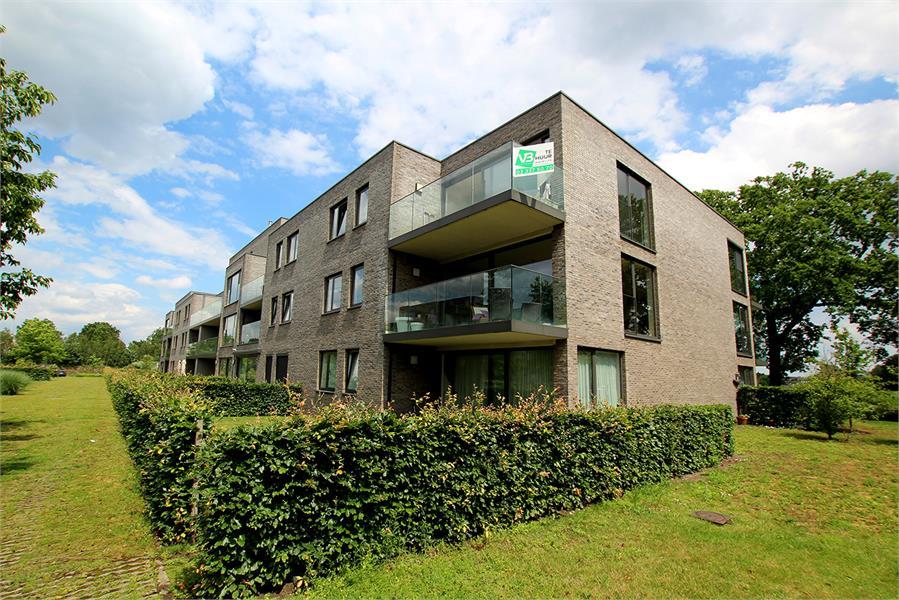 Recent appartement met twee slaapkamers en terras op rustige en groene locatie te Wijnegem! afbeelding 1