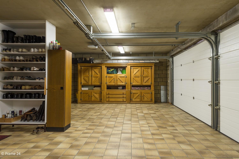 Riante woning met groot woonvolume (226 m²) op centrale locatie te Wommelgem! afbeelding 24