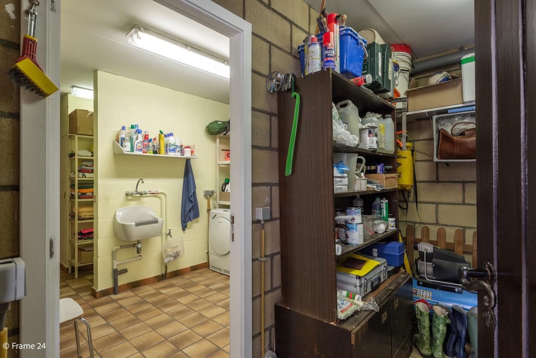 Riante woning met groot woonvolume (226 m²) op centrale locatie te Wommelgem! afbeelding 25