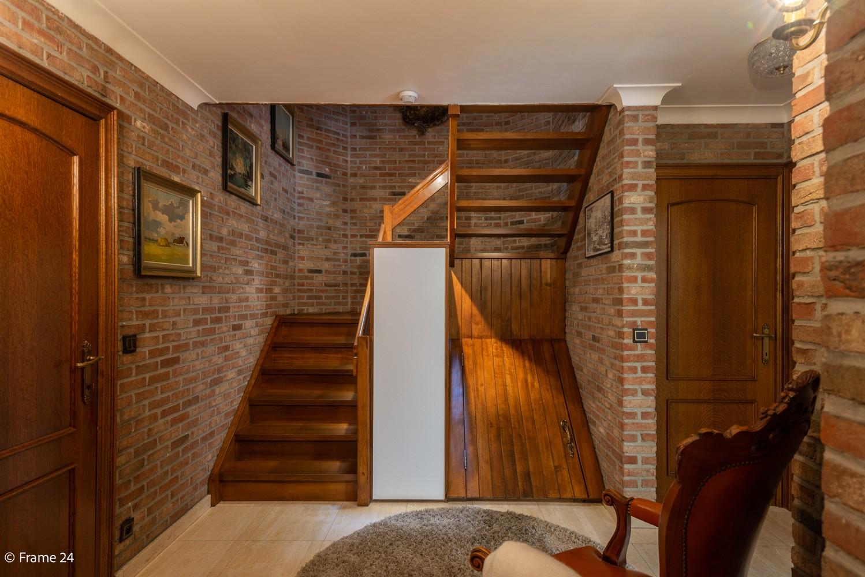 Riante woning met groot woonvolume (226 m²) op centrale locatie te Wommelgem! afbeelding 13