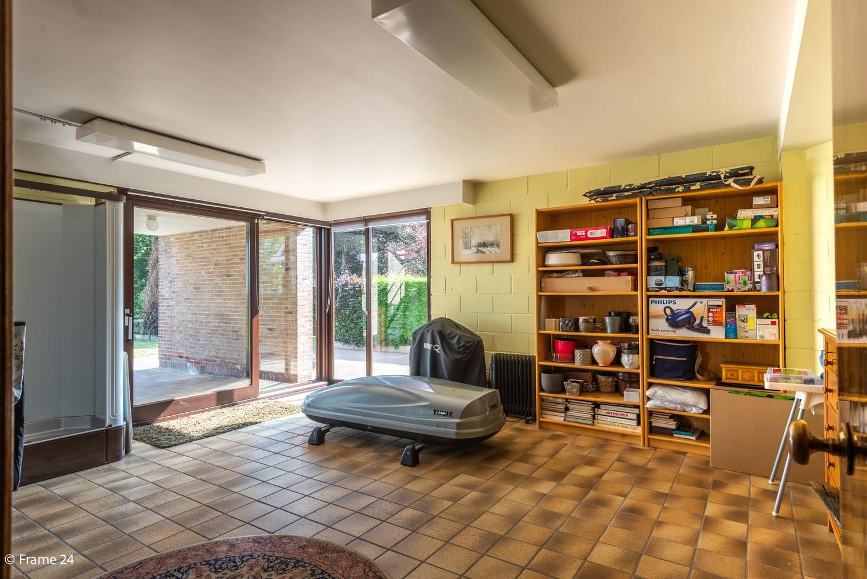 Riante woning met groot woonvolume (226 m²) op centrale locatie te Wommelgem! afbeelding 17
