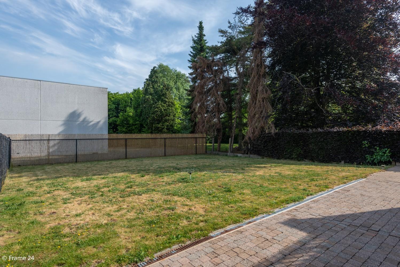 Riante woning met groot woonvolume (226 m²) op centrale locatie te Wommelgem! afbeelding 27