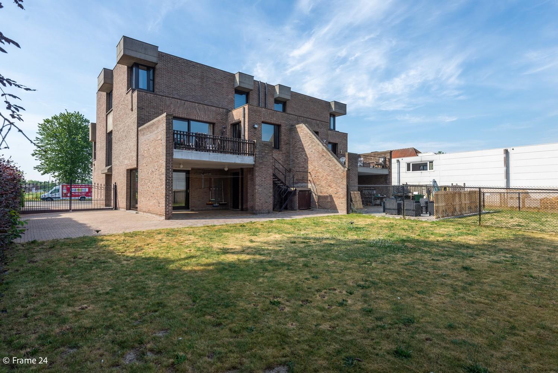 Riante woning met groot woonvolume (226 m²) op centrale locatie te Wommelgem! afbeelding 29