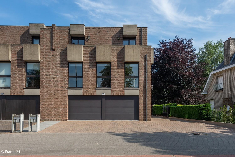 Riante woning met groot woonvolume (226 m²) op centrale locatie te Wommelgem! afbeelding 1