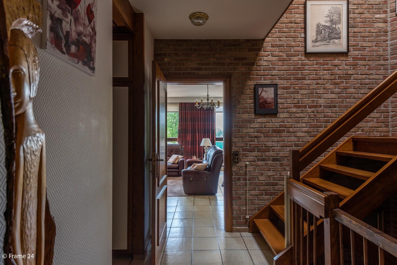 Riante woning met groot woonvolume (226 m²) op centrale locatie te Wommelgem! afbeelding 12