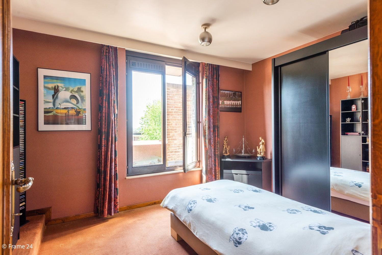 Riante woning met groot woonvolume (226 m²) op centrale locatie te Wommelgem! afbeelding 21