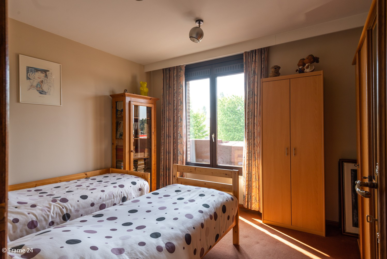 Riante woning met groot woonvolume (226 m²) op centrale locatie te Wommelgem! afbeelding 22