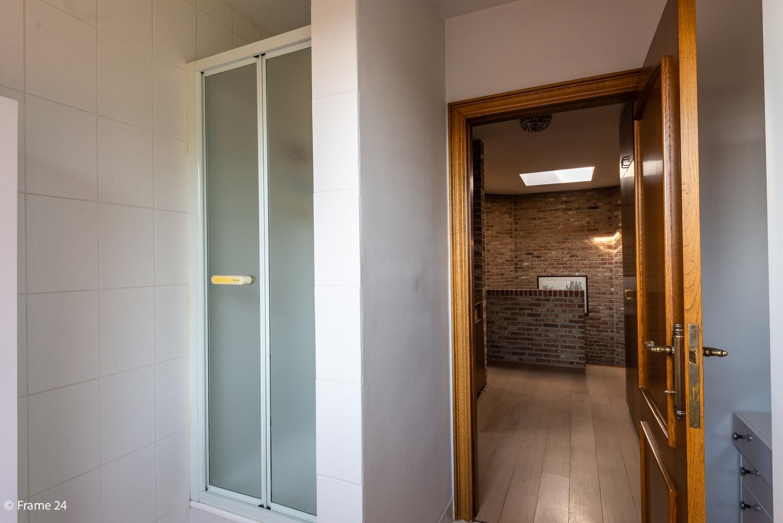 Riante woning met groot woonvolume (226 m²) op centrale locatie te Wommelgem! afbeelding 20