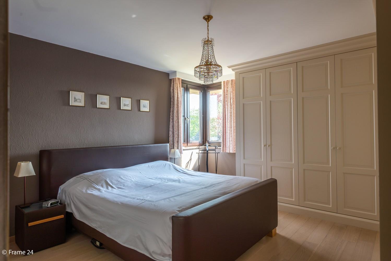 Riante woning met groot woonvolume (226 m²) op centrale locatie te Wommelgem! afbeelding 14