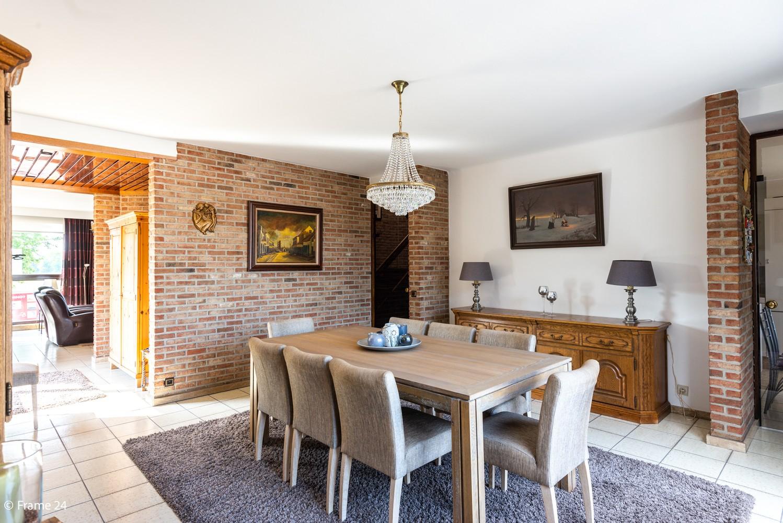 Riante woning met groot woonvolume (226 m²) op centrale locatie te Wommelgem! afbeelding 7