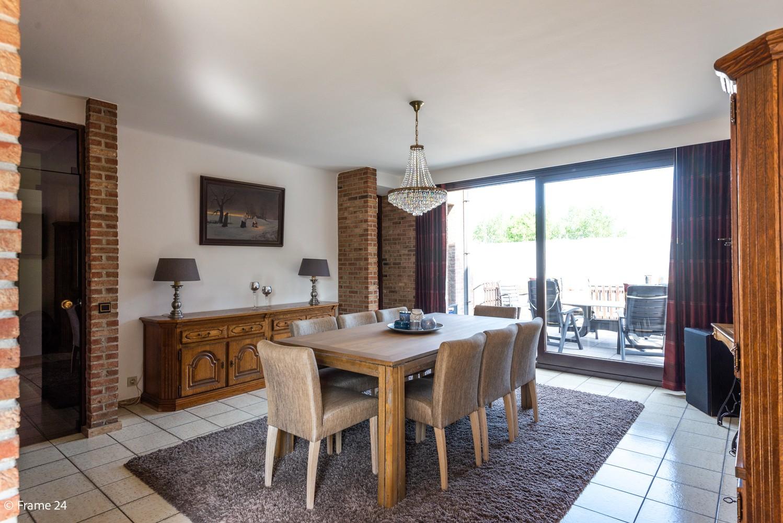 Riante woning met groot woonvolume (226 m²) op centrale locatie te Wommelgem! afbeelding 8