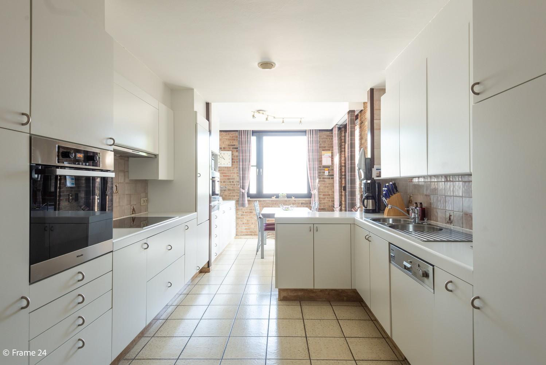 Riante woning met groot woonvolume (226 m²) op centrale locatie te Wommelgem! afbeelding 9