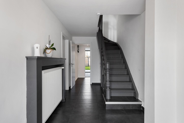 Gerenoveerde bel-etage met praktijk mogelijkheden, gelegen op centrale locatie in een rustige woonwijk afbeelding 2