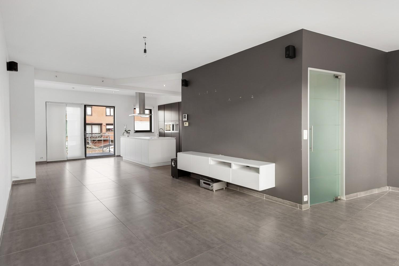 Gerenoveerde bel-etage met praktijk mogelijkheden, gelegen op centrale locatie in een rustige woonwijk afbeelding 9
