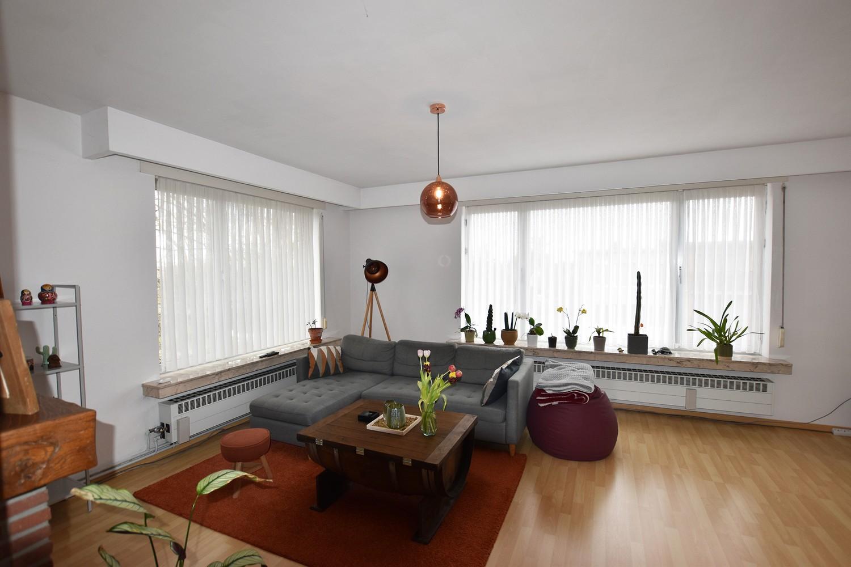Verzorgd appartement op de tweede verdieping met twee slaapkamers te Wijnegem! afbeelding 1