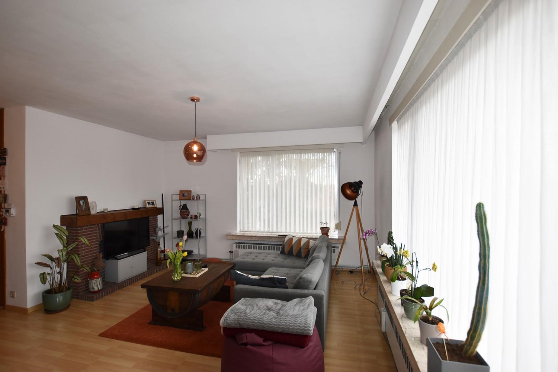 Verzorgd appartement op de tweede verdieping met twee slaapkamers te Wijnegem! afbeelding 2
