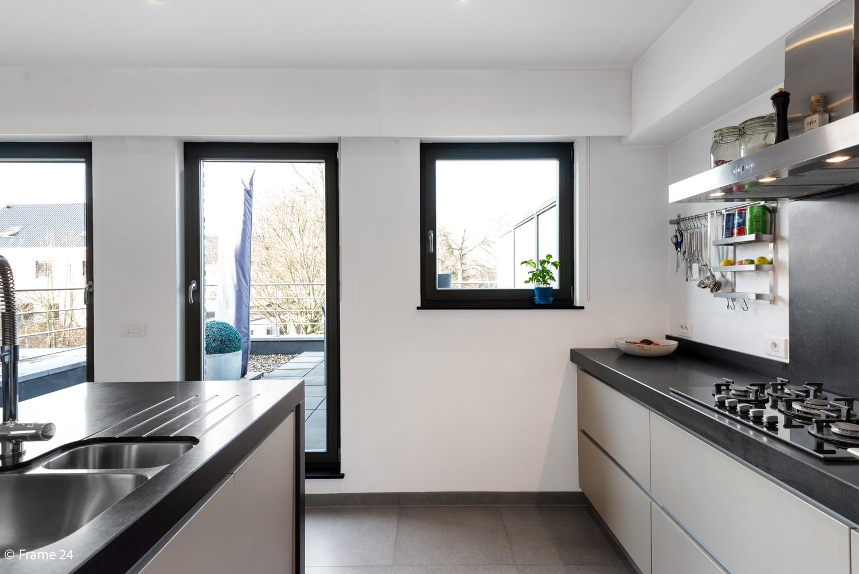 Prachtig duplex-dakappartement met twee terrassen en garagebox te Schilde! afbeelding 9